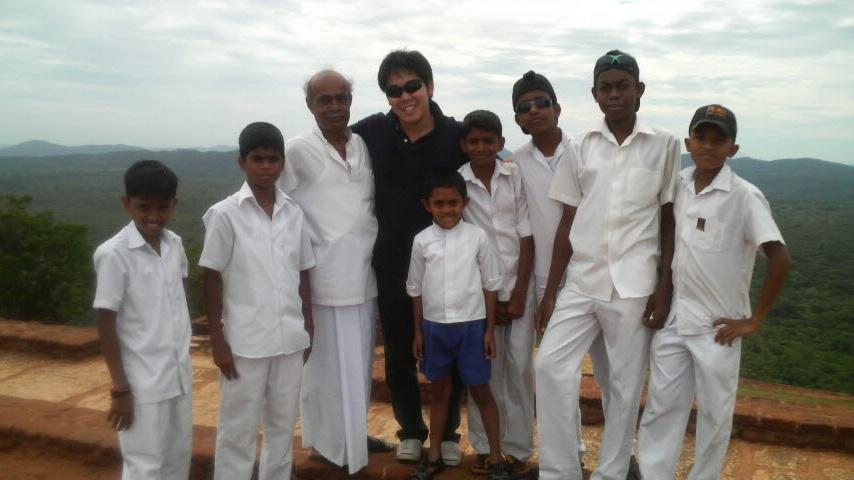 スリランカの学生と